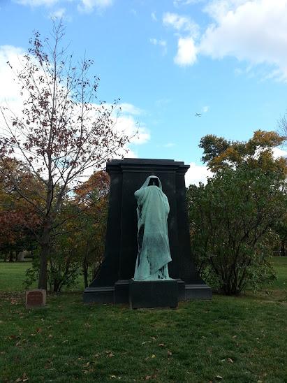 Dexter graves tomb graceland cemetery