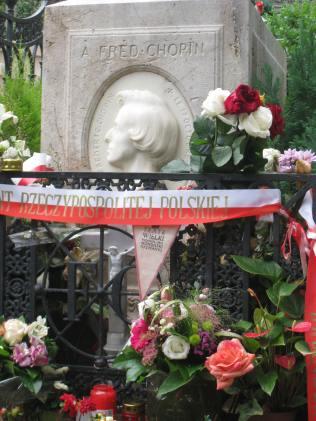 chopin grave pere lachaise cemetery paris