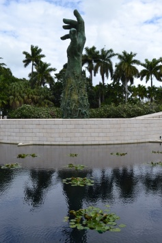 holocaust memorial miami beach botanical garden