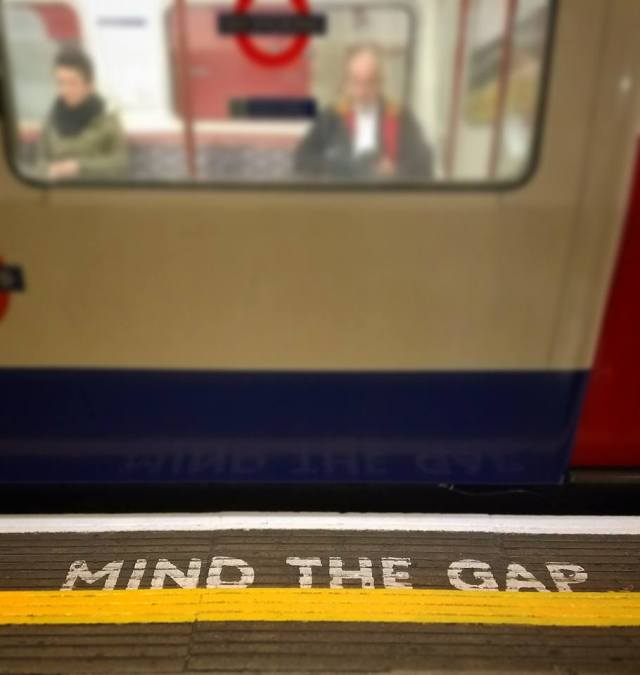london tube mind the gap